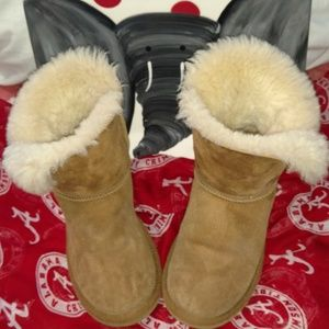 UGG Youth/Tween Chestnut Bailey Button Size 4 EUC